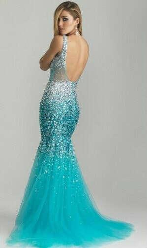 Коллекцию красивейших платьев