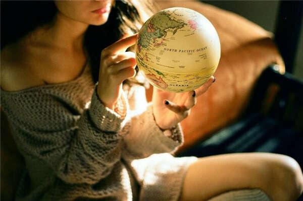 Выбрать наугад место на карте и отправиться туда