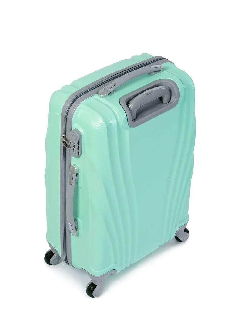 чемодан на 4 колесах