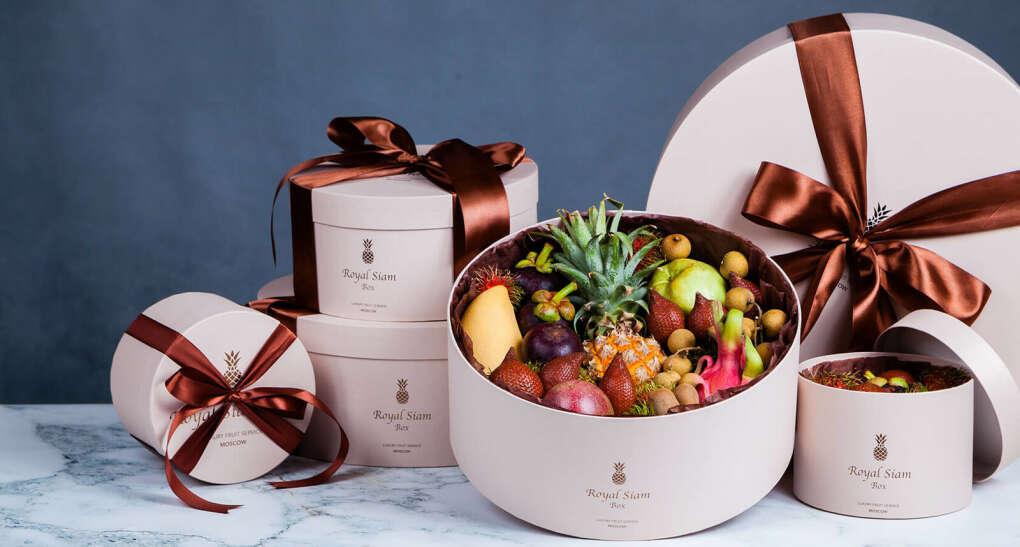 Оригинальный подарок - экзотические фрукты из Тайланда в шляпной коробке Royal Siam Box.