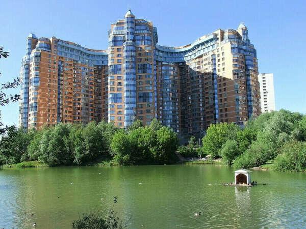 Трехкомнатная квартира в Миракс Парк Москва, готовая к проживанию
