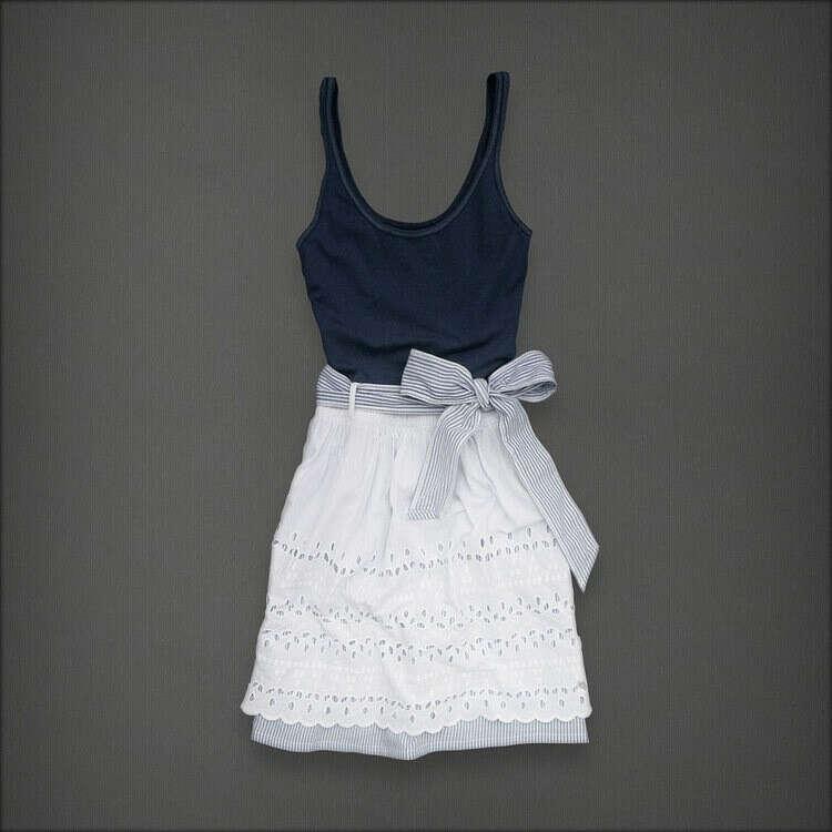 Платье с кружевной юбкой и бантом