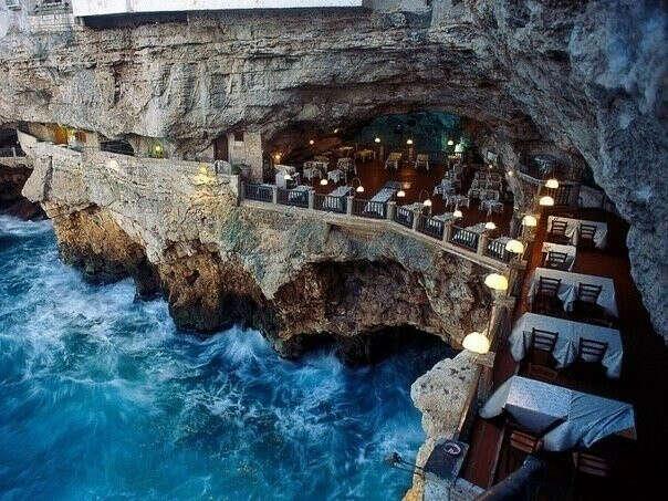 Ужин в Grotta Palazzese - отель-ресторан в гроте, Апулия, Италия