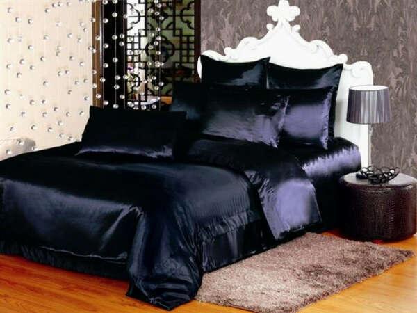 Сатиновое постельное белье синего или шоколадного цвета