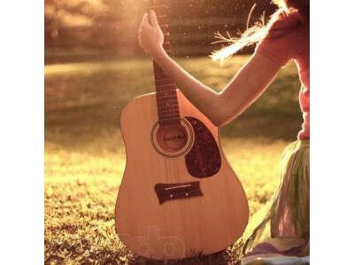 петь песни под гитару с друзьями