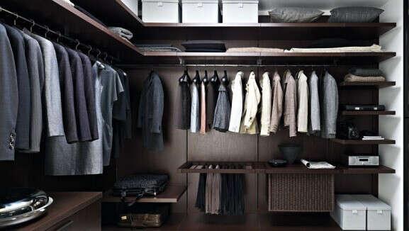 Много новой одежды