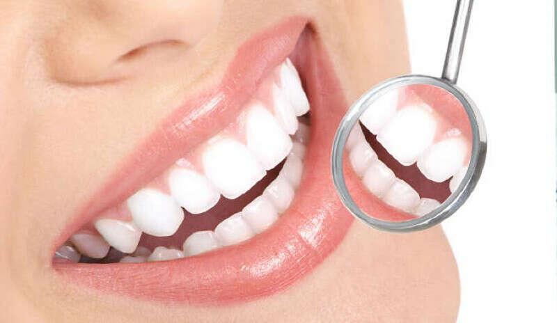 Красивые здоровые ровные белые зубы