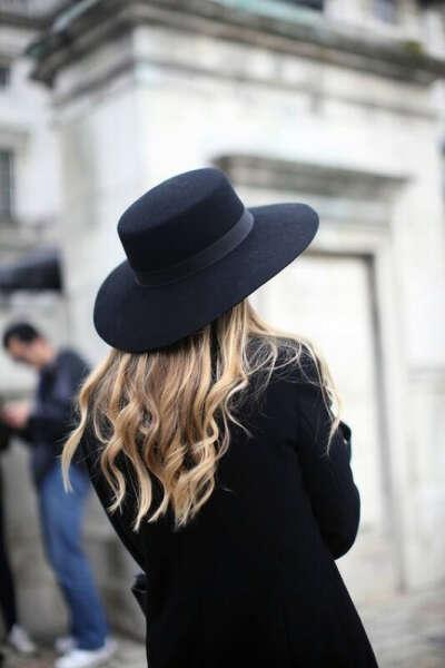 Чёрную шляпу