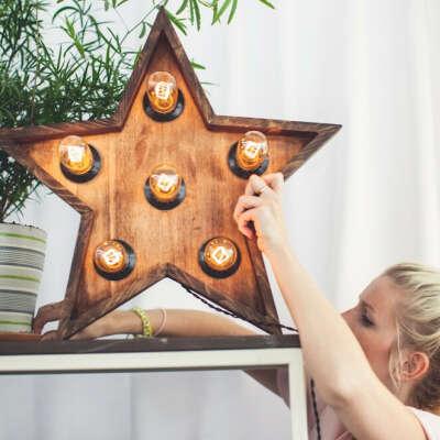 Звезда с лампами «0>150» из дерева