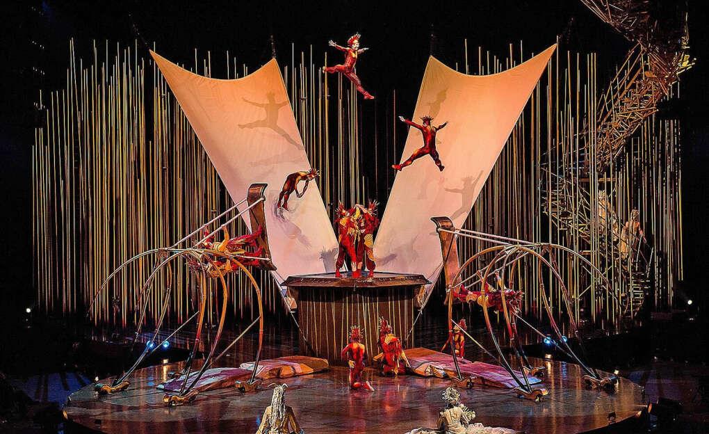 Увидеть представление цирка дю Солей (Cirque du Soleil)|
