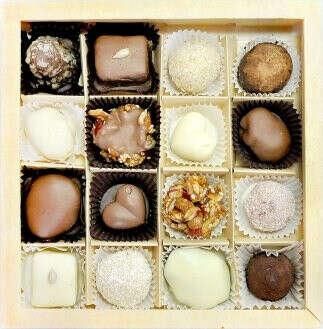 набор красивых шоколадных конфет