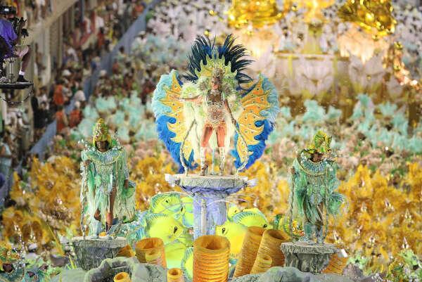 Побывать на карнавале в Рио
