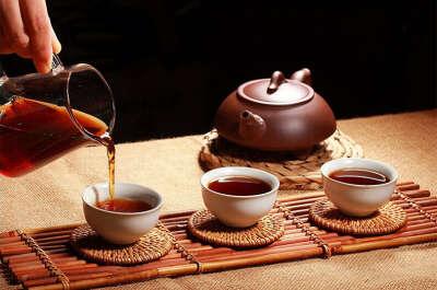 Чай, чай, еще раз чай, как можно больше чая. Любого.