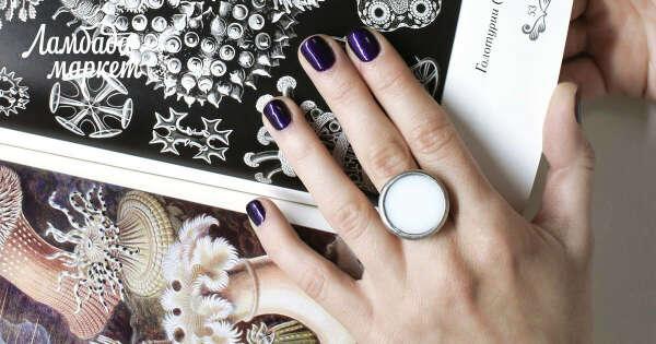 Круглое кольцо из белого стекла в магазине «НОРА» на Ламбада-маркете