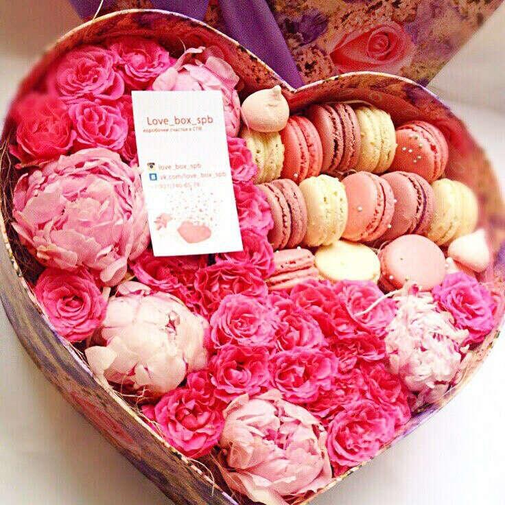 Цветочную коробку с макуарун <3
