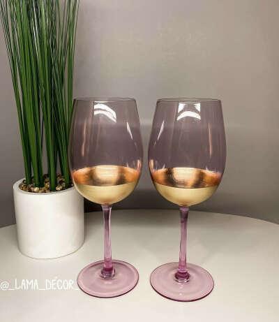 Бокалы, стаканы из розового стекла