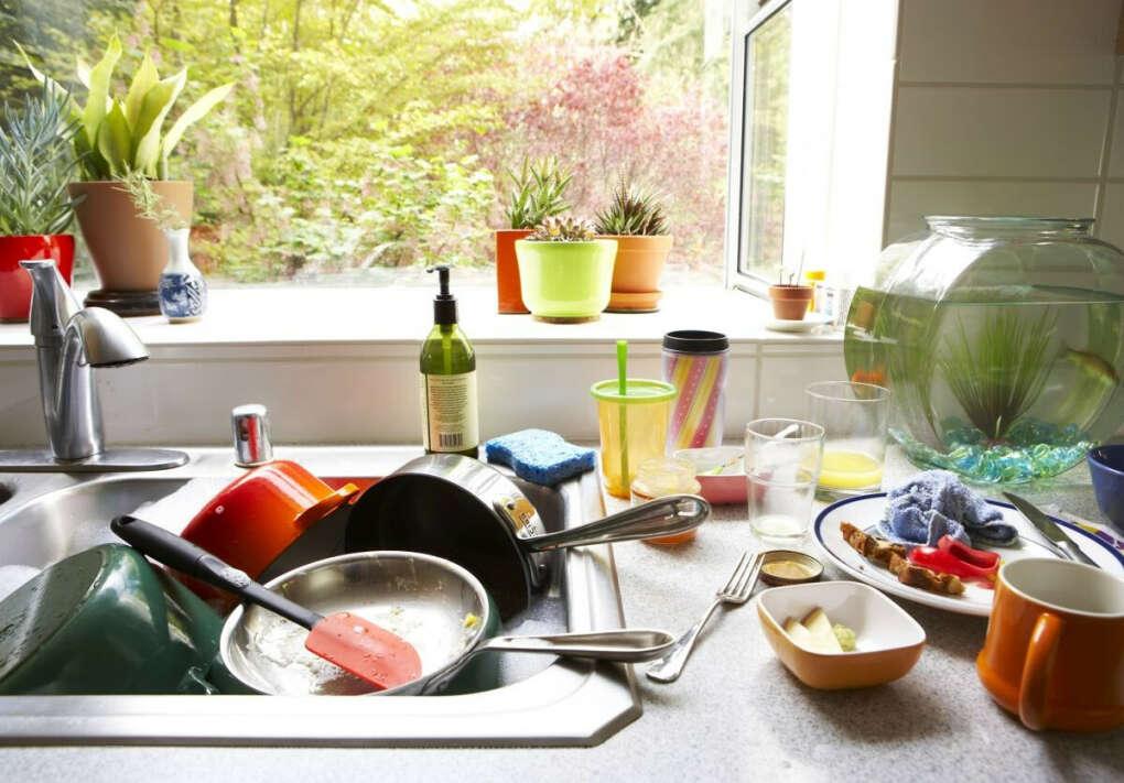 Никогда не оставлять грязную посуду в раковине