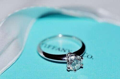 Кольцо Tiffany&Co с кристаллом