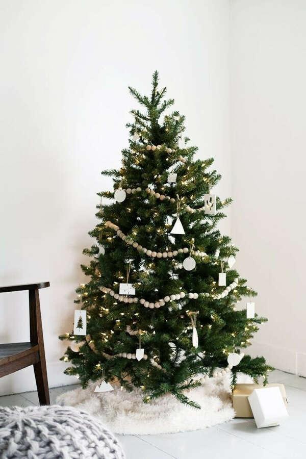 Купить белые и деревянные украшения
