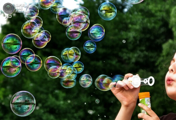 Мыльные пузыри))))