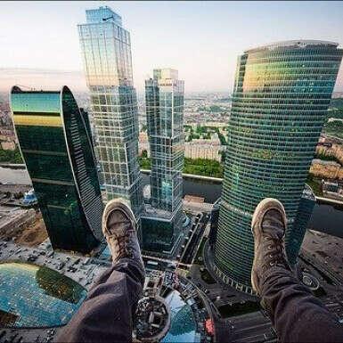 Побывать на экскурсии в Москва-Сити летом.