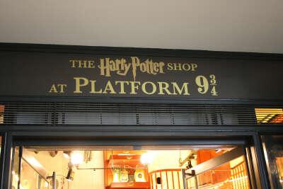 Посетить магазин на платформе 9 и 3/4 в Лондоне