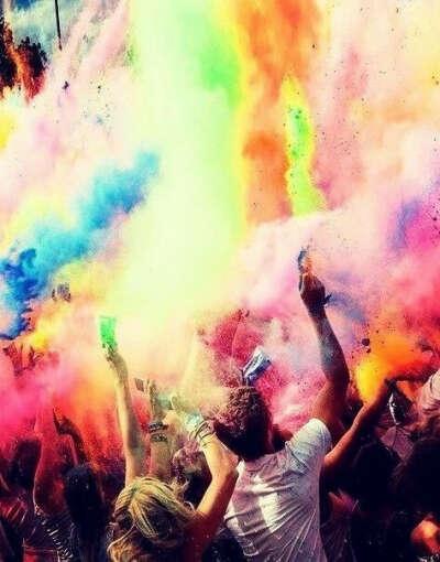 Попасть на фестиваль красок Холи