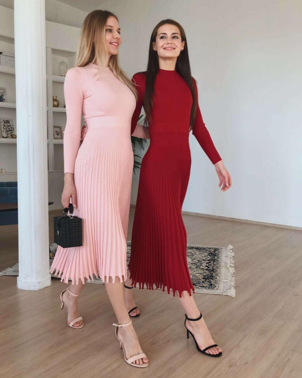 """Магазин женской одежды Москва on Instagram: """"В @to_be_blossom утро начинается красиво????Какой цвет платья нравится больше?????1️⃣Марсала2️⃣Нежно-розовый????????????????????????"""""""