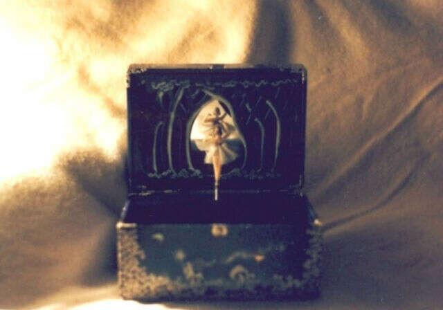 Музыкальная шкатулка с балериной