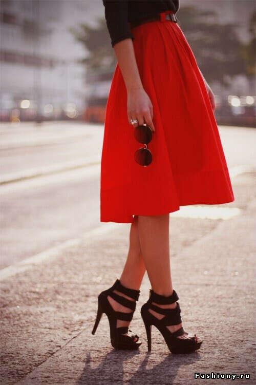 Красную юбку:)