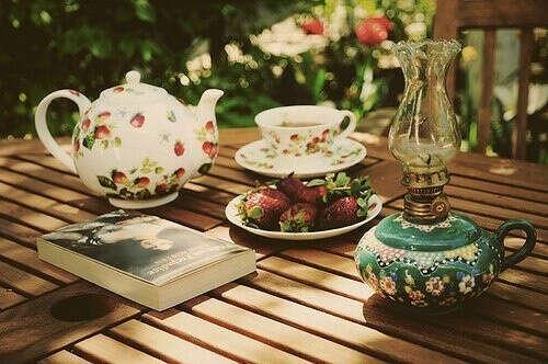 пить чай летом в саду