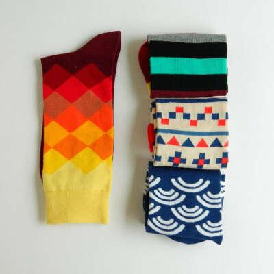 Красивые яркие носки