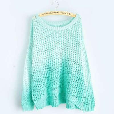 Голубой свитер омбре