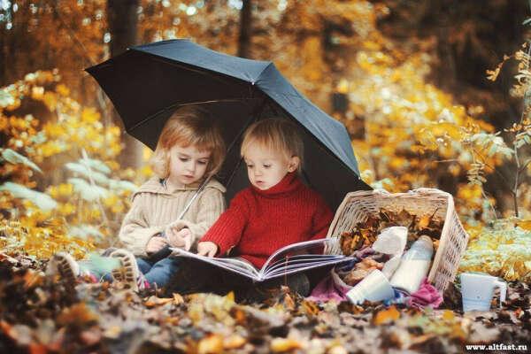 Двух детей:девочку и мальчика♥