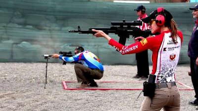 Научиться стрелять из оружия