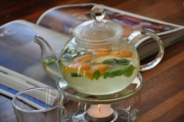 Стеклянный чайник с подставкой для подогрева свечой  Стеклянный чайник с подставкой для подогрева свечой