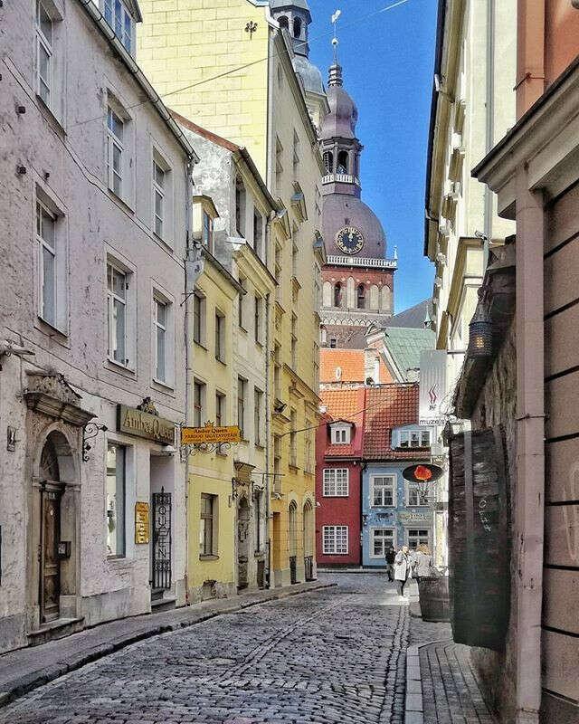 погулять по узким улицам Риги