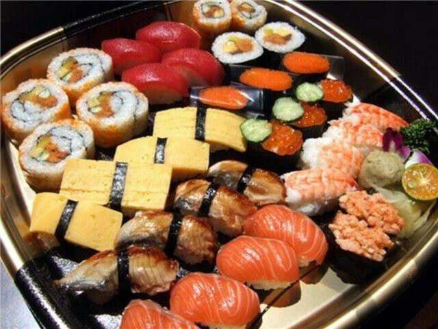 Попробовать суши.