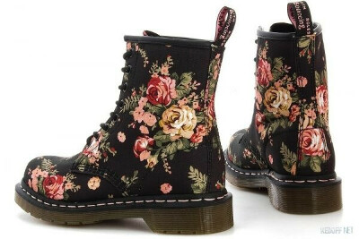 1460 W BLACK VICTORIAN FLOWERS