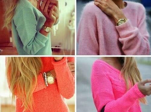 Много ярких свитеров :)
