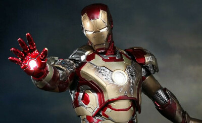 Marvel Iron Man Mark XLII (42) Sixth Scale Figure by Hot Toy