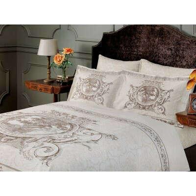Красивое постельное белье на двуспальную кровать