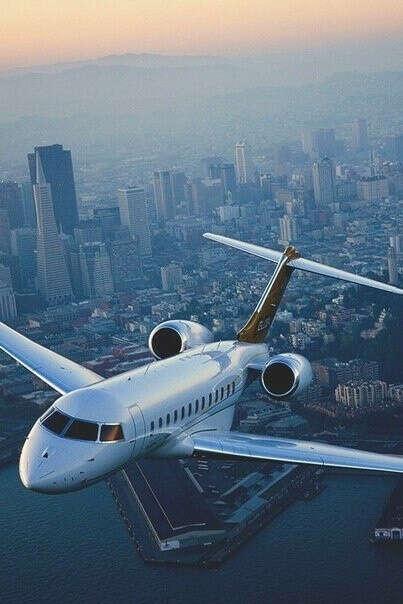 Попробовать управлять самолетом в воздухе.