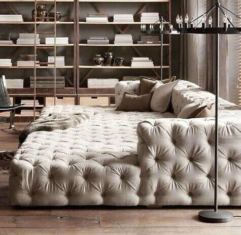 Огромный диван