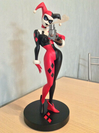 DC Collectibles DC Comics Designer Series Harley Quinn Statue by Bruce Timm.
