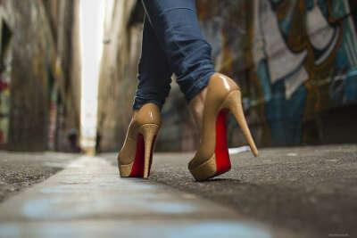 Научится ходить на каблуках