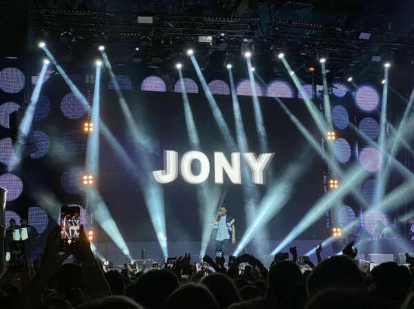 на концерт JONY
