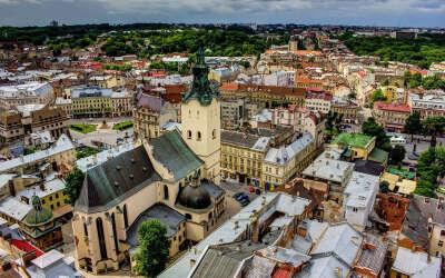 Посетить Львов и Киев