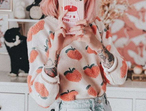 Свитер с персиками