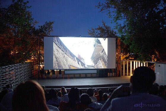 смотреть кино в летнем кинотеатре